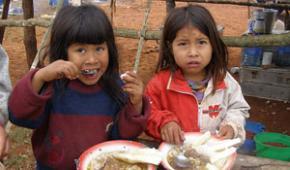 En Asunción, indígenas caen en la mendicidad