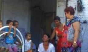 ¿Quien puede permanecer impasible ante el grito desgarrado de esta madre? Gravísima situación por la que atraviesan familias gitanas en Tirana (Albania)