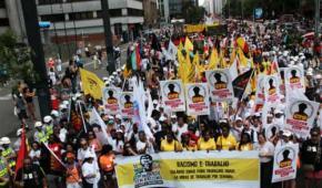 Marcha de la Conciencia Negra protesta contra la abolición de la esclavitud todavía inconclusa en Brasil